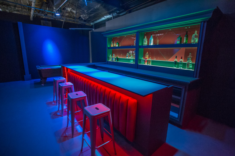 Bar Standing Set in LA - Dive / Modern Bar for Filming in Los Angeles