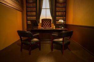 Judge's_Chamber_Standing_Set